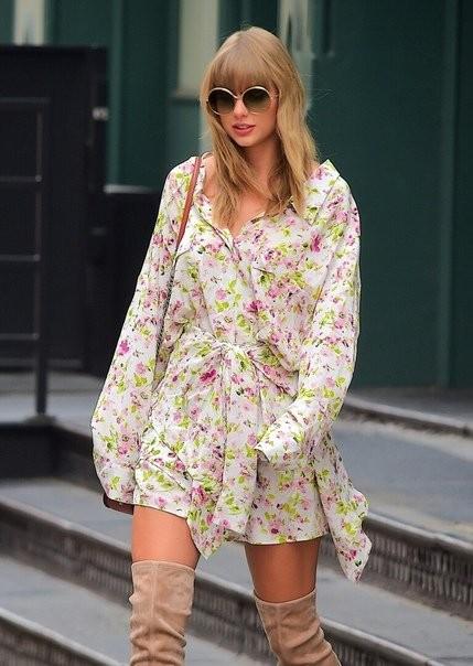 Taylor odchádza zo svojho bytu v NY