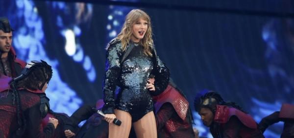 Taylor Swift darovala lístky na jej koncert pre policajtov vo Foxboroughe